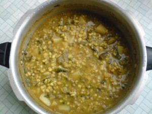 How to make Sprouted Moong Dal Curry