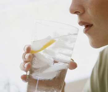 http://howtolosemybellyfattoday.com/wp-content/uploads/2011/08/woman-drinking-water.jpg