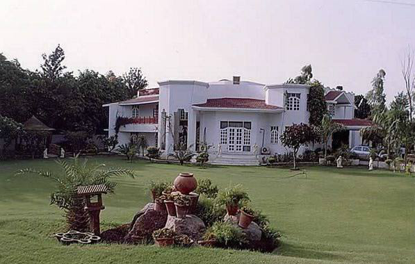 Latest designs for residential projects Farmhouse design india