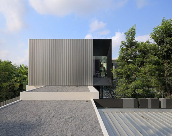 The YAK01 House in Bangkok: L Shaped Modern Family House… (5)