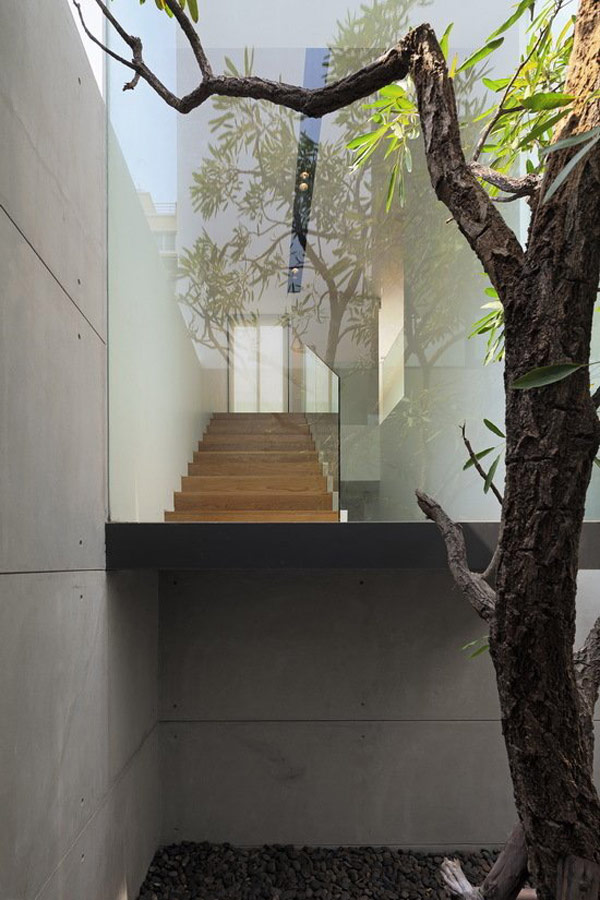 The YAK01 House in Bangkok: L Shaped Modern Family House… (13)