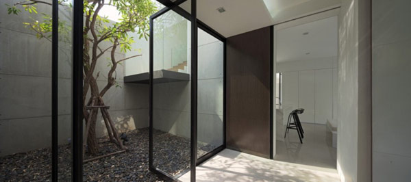 The YAK01 House in Bangkok: L Shaped Modern Family House… (12)