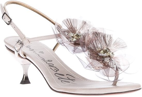 Best Shoes to Wear on Wedding Day for Tall Brides (10)