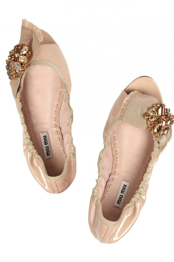 Best Shoes to Wear on Wedding Day for Tall Brides (13)
