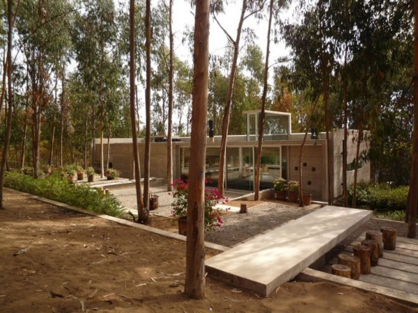 An Urban Playful House in Chile (4)