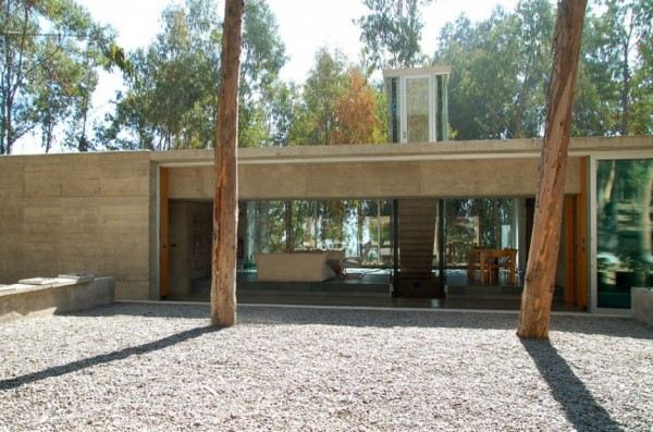 An Urban Playful House in Chile (12)