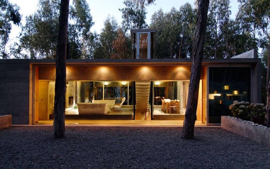 An Urban Playful House in Chile (11)