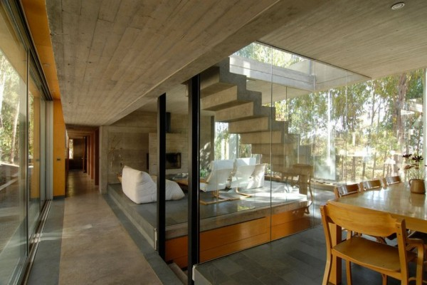An Urban Playful House in Chile (10)