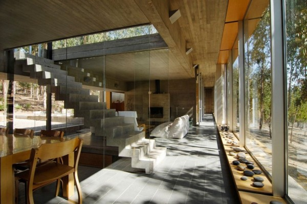 An Urban Playful House in Chile (9)
