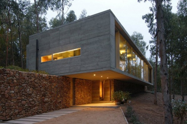 An Urban Playful House in Chile (16)