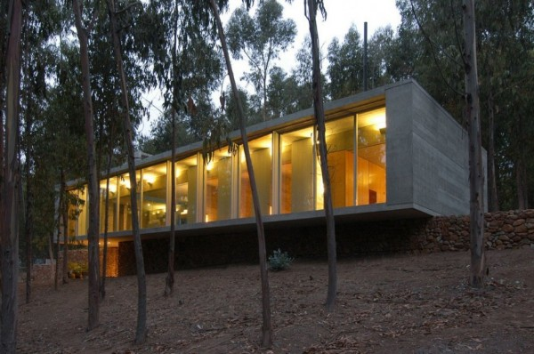 An Urban Playful House in Chile (17)