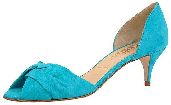 Best Shoes to Wear on Wedding Day for Tall Brides (1)