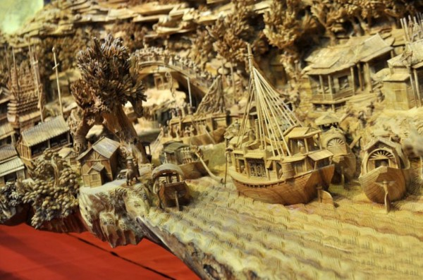 Panorama 5: Chinese Artist's Longest Wooden Carving