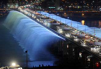 330px-Rainbow_fountain_Seoul