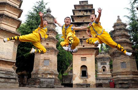 shaolin-kung-fu-features-in-unesco-2009-paris (1)