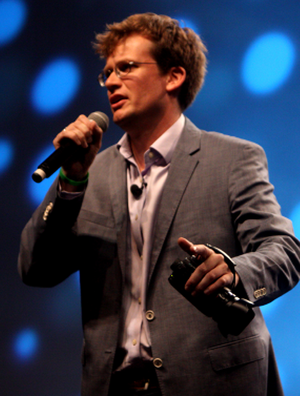 300px-John_Green_speaking_at_VidCon_in_2012